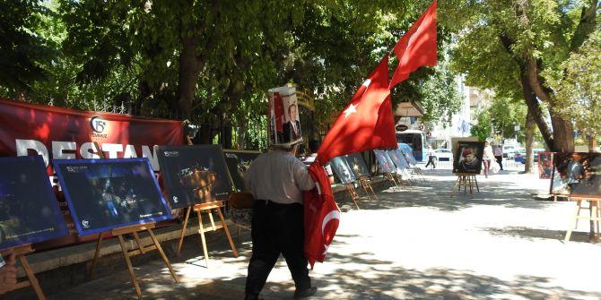 """""""MİLLİ İRADENİN YÜKSELİŞİ SERGİSİ"""" HAYRAN BIRAKTI"""