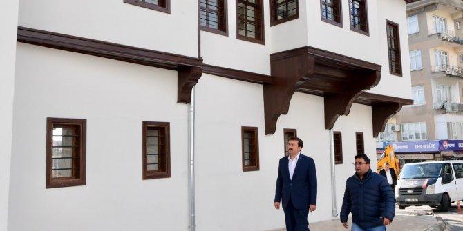 Büyükşehir Belediye Başkan Erkoç, Nuri Pakdil Kültür Kampüsü'nde incelem