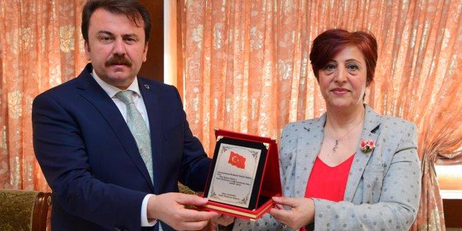 Kadın Platformu Başkan Erkoç'a Teşekkür Plaketi verdi