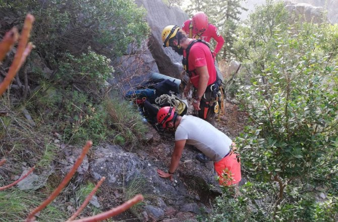 Kahramanmaraş'ta uçuruma yuvarlanan kişi kurtarıldı
