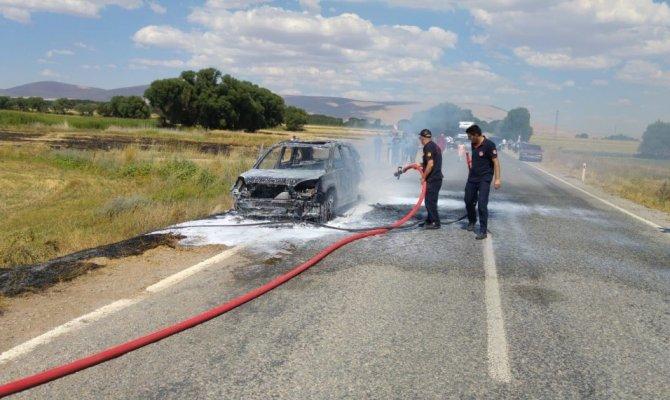 Gurbetçi aile ölümden döndü otomobil yandı