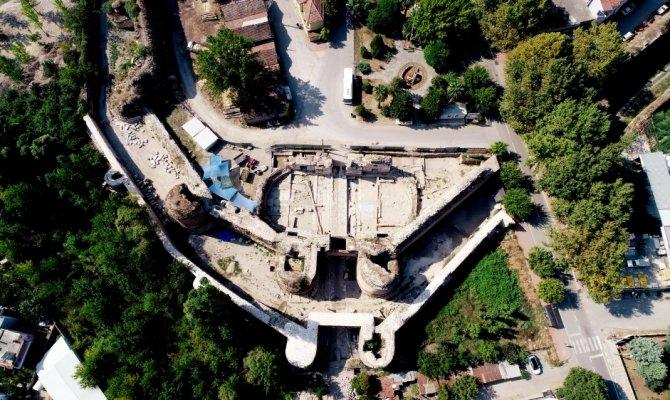 İstanbul Kapı'nın altında 'taş ipek yolu' bulundu