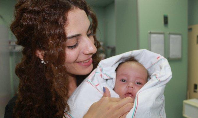 Annesinin boğmak istediği bebek son anda kurtarıldı