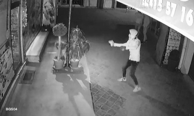 Elbistan'da kapüşonlu hırsızlar polisten kaçamadı