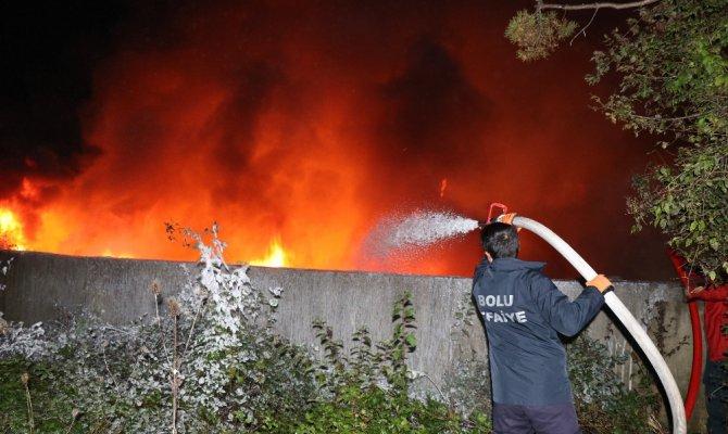 Su dolum fabrikası alev alev yandı