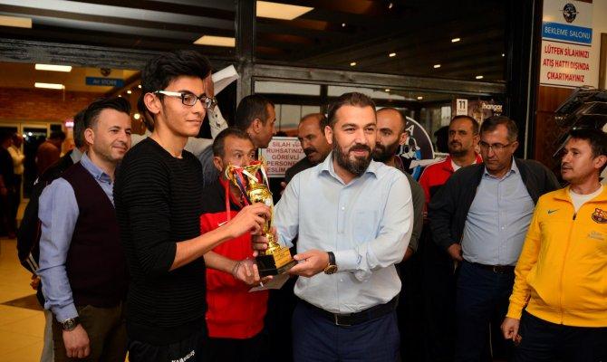 Kahramanmaraş'ta Gençler Atıştı, Yetişkinler Yarıştı