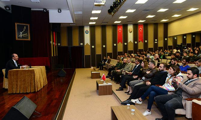 Şahin Balcıoğlu Üniversiteli öğrencilere sevgiyi anlattı