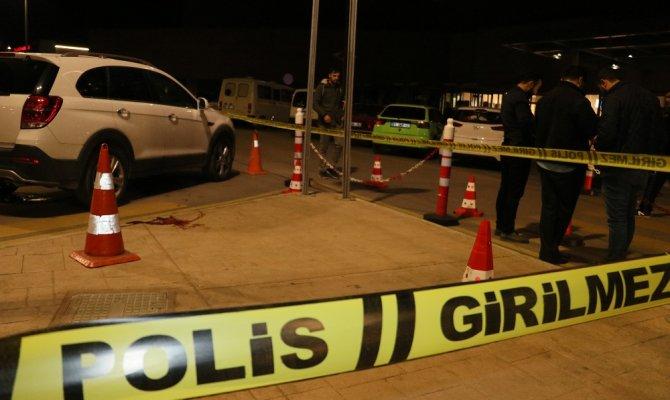 Hastane otoparkında silahlı kavga: Baba ile oğlu öldü