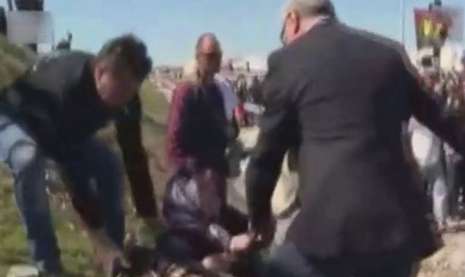 Türkleri tartaklayan görüntüleri ortaya çıkmıştı: İstifa etti