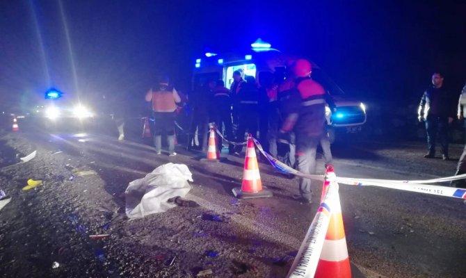 Otomobil ile tır çarpıştı: 2 ölü