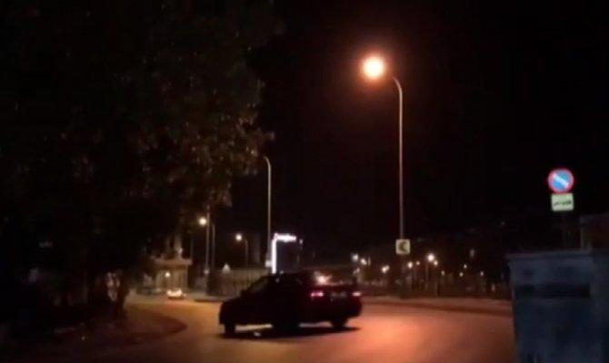 Makas atarak trafiği tehlikeye düşürdü