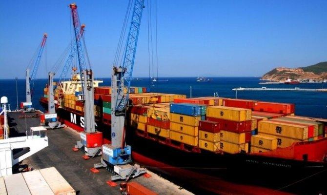 İhracat yüzde 13 arttı, ithalat yüzde 23,8 azaldı
