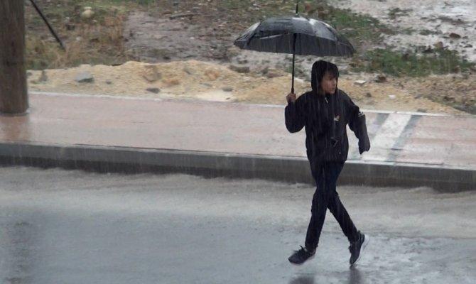 Kıbrıs'ta da eğitim öğretime yağış engeli