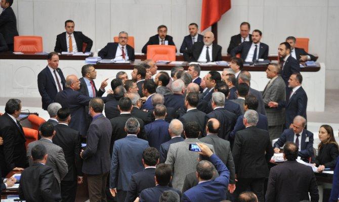 Hakaret eden İYİ Partili vekil Meclisten çıkarıldı