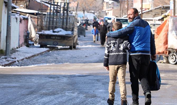 Son dakika! Sivas'ta böbreğini veren baba ameliyat parasını bulamıyor