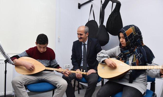 Başkan Okay öğrencilerle hasbihal etti