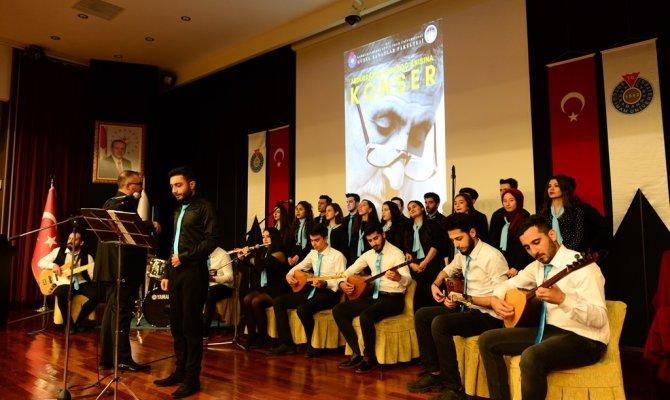 Büyük şairi sevenleri unutmadı, unutturmadı! Türk halk müziği konseri düzenlendi
