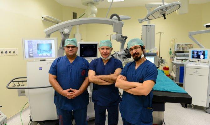 Son Teknoloji Beyin Cerrahi Mikroskobu Tanıtıldı