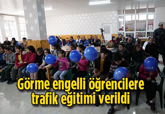 Görme engelli öğrencilere trafik eğitimi verildi