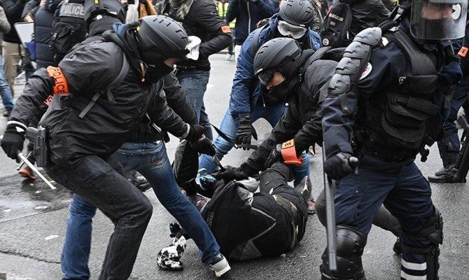 Fransa'da polislere soruşturma!
