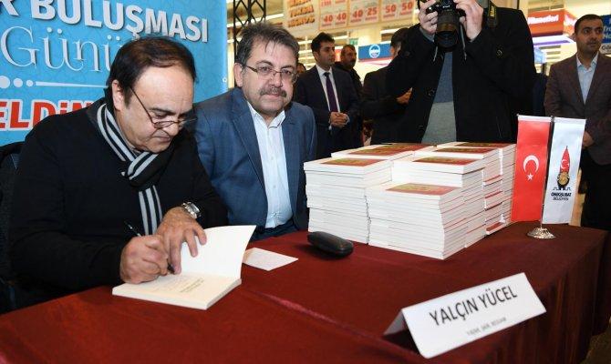 Yalçın Yücel'e  Kahramanmaraş'ta İmza Töreni Düzenlendi