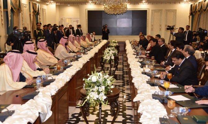 Pakistan'da 20 milyar dolar değerinde mutabakat zaptı imzaladı