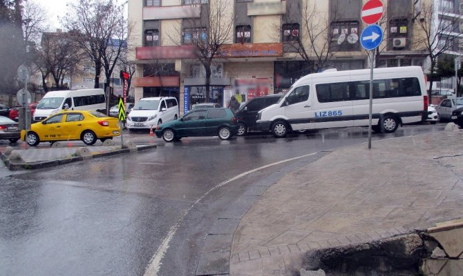 Taksiye binen 3 müşterisi tarafından darp edilerek öldürüldü