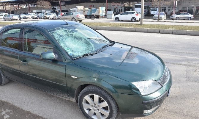 Elbistan'da otomobilin çarptığı bisikletli yaralandı