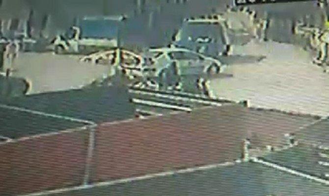 Motosikletle otomobilin çarpıştığı kaza kamerada