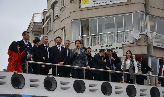 Akşener Manisa'da vatandaşlarla bir araya geldi