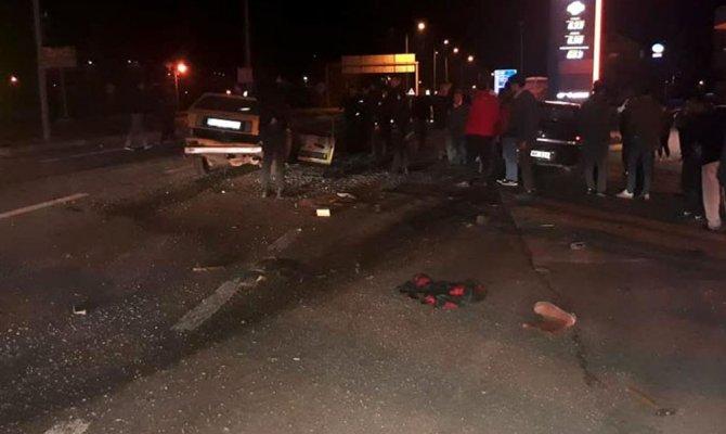 iki otomobil çarpıştı 1 kişi öldü