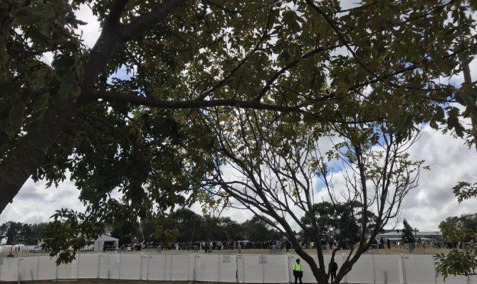 Cami saldırısının kurbanları defnedilmeye başlandı