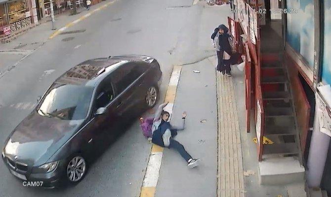 Vicdansız sürücü lüks aracıyla bir kıza çarpıp kaçtı