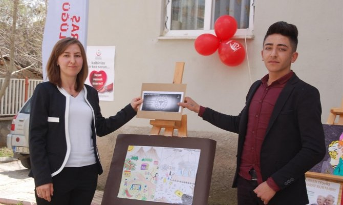 Öğrenciler, resimleriyle kansere dikkat çekti
