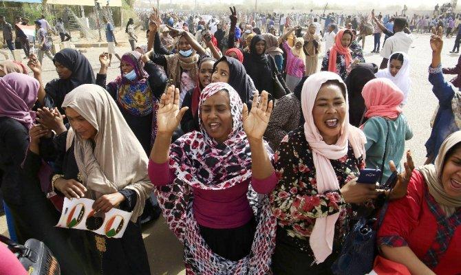 Sudan halkı sivil darbe yaptı
