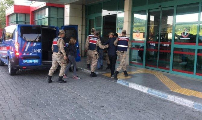 Kahramanmaraş'ta jandarma 3 kişiyi uyuşturucuyu çıkarırken yakalandı