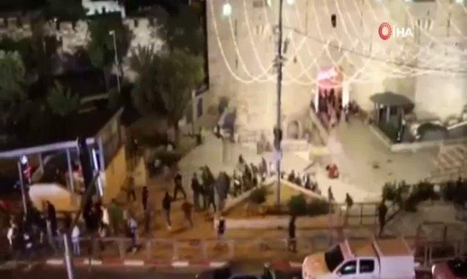 İsrail askerleri Mescid-i Aksa'da teravih namazı kılanlara saldırdı