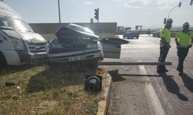 Kahramanmaraş'ta minibüs ile otomobil çarpıştı