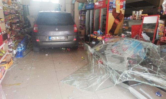 Gaz ve freni karıştırdı, markete girdi
