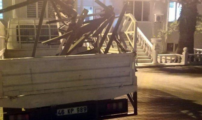 Kahramanmaraş'ta elektrik direğini çalarken suçüstü yakalandılar