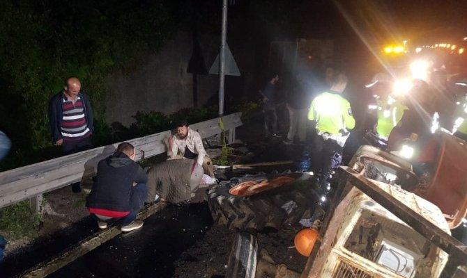 Bolu Dağı'nda otobüs traktöre çarptı: 1 ölü, 13 yaralı