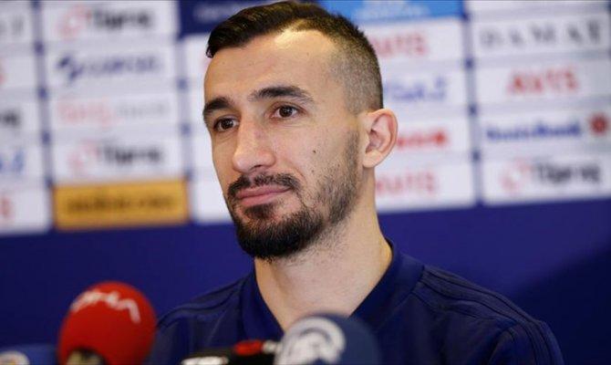 Fenerbahçe tecrübeli futbolcu ile yollarını ayırdı