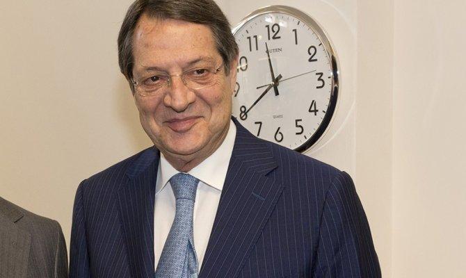"""Rum lider Anastasiades'den """"görüşmeye hazırız"""" mesajı"""
