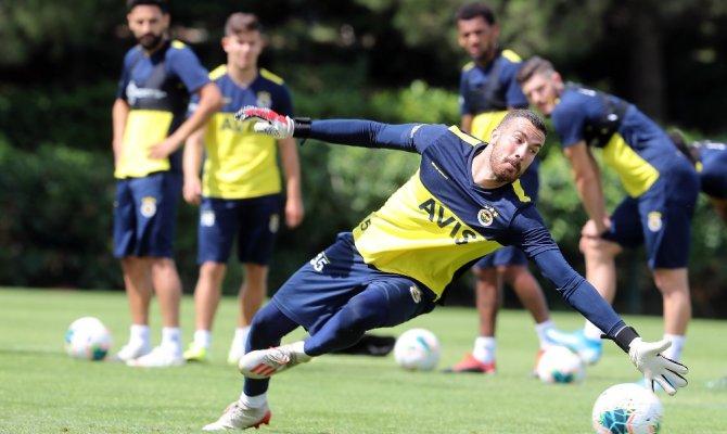 Fenerbahçe günün ilk idmanını tamamladı