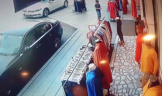 Küçük çocuğun tehlikeli oyunu, iş yerini yakıyordu