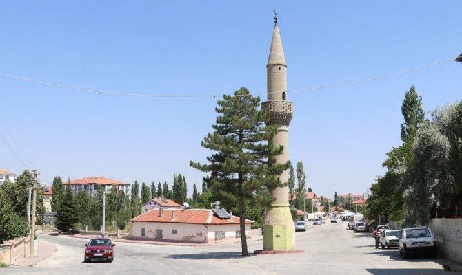 Görenleri Şaşırtan Camisiz Minare