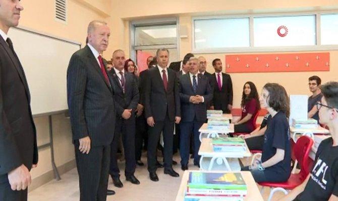 Cumhurbaşkanı Erdoğan, Atatürk Fen Lisesinde öğrencilerle bir araya geldi