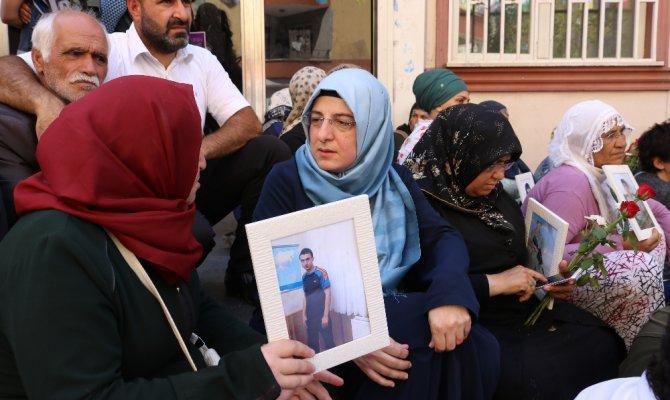 HDP önünde eylem yapan ailelere Varank ailesinden ziyaret