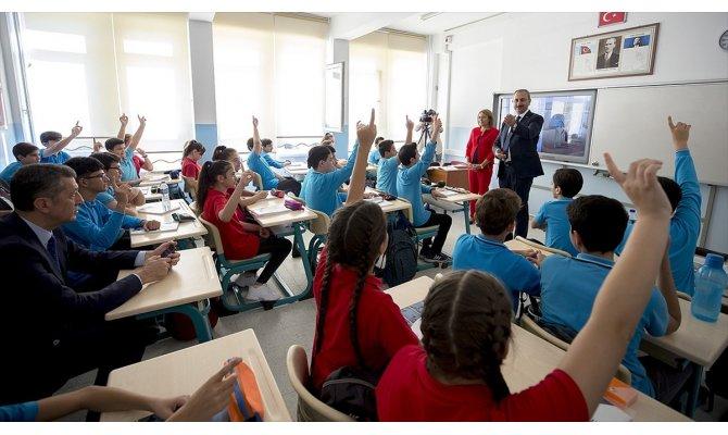Bakan Gül'den öğrencilere 'Hukuk ve Adalet' dersi