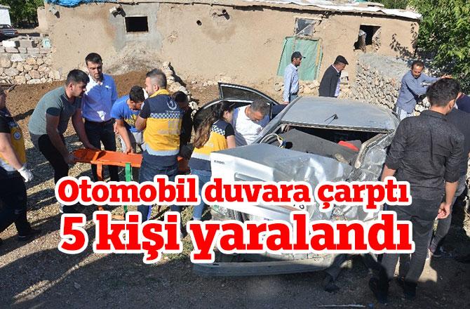 Otomobil duvara çarptı 5 kişi yaralandı